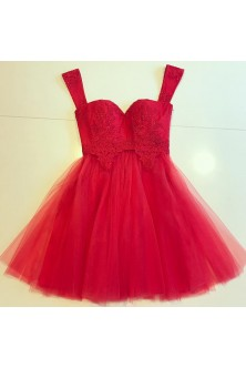 Rochie cu corset din broderie rosie si tulle in closuri
