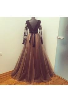 Rochie in tonuri de nude si negru