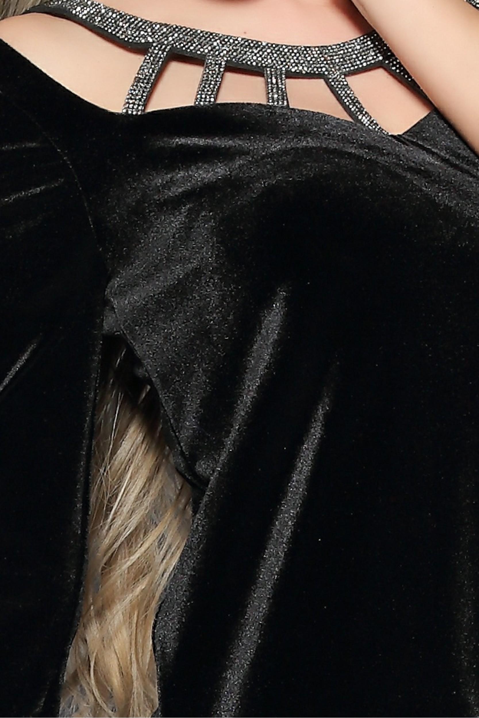 Rochie cu decupaje accesorizate