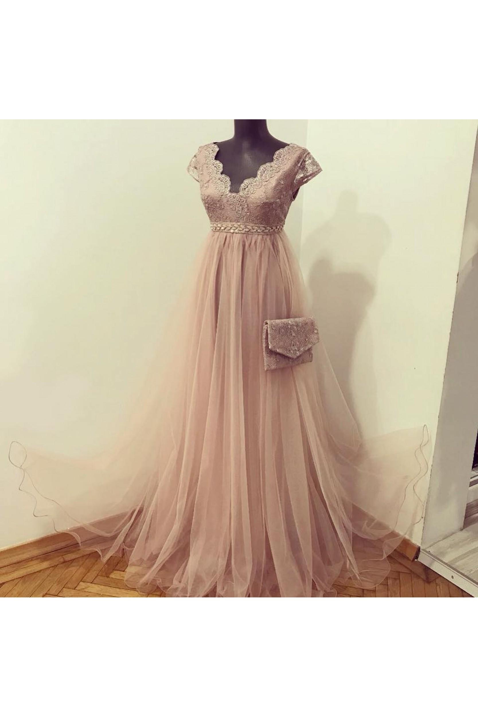 Rochie  realizata din broderie argintie, tulle fin rose pudrat si cristale rose
