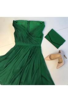 Rochie din voal verde smarald, cu decolteu pe linia umerilor