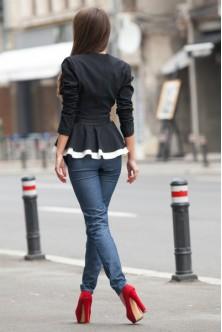 Jacheta cu peplum alb-negru