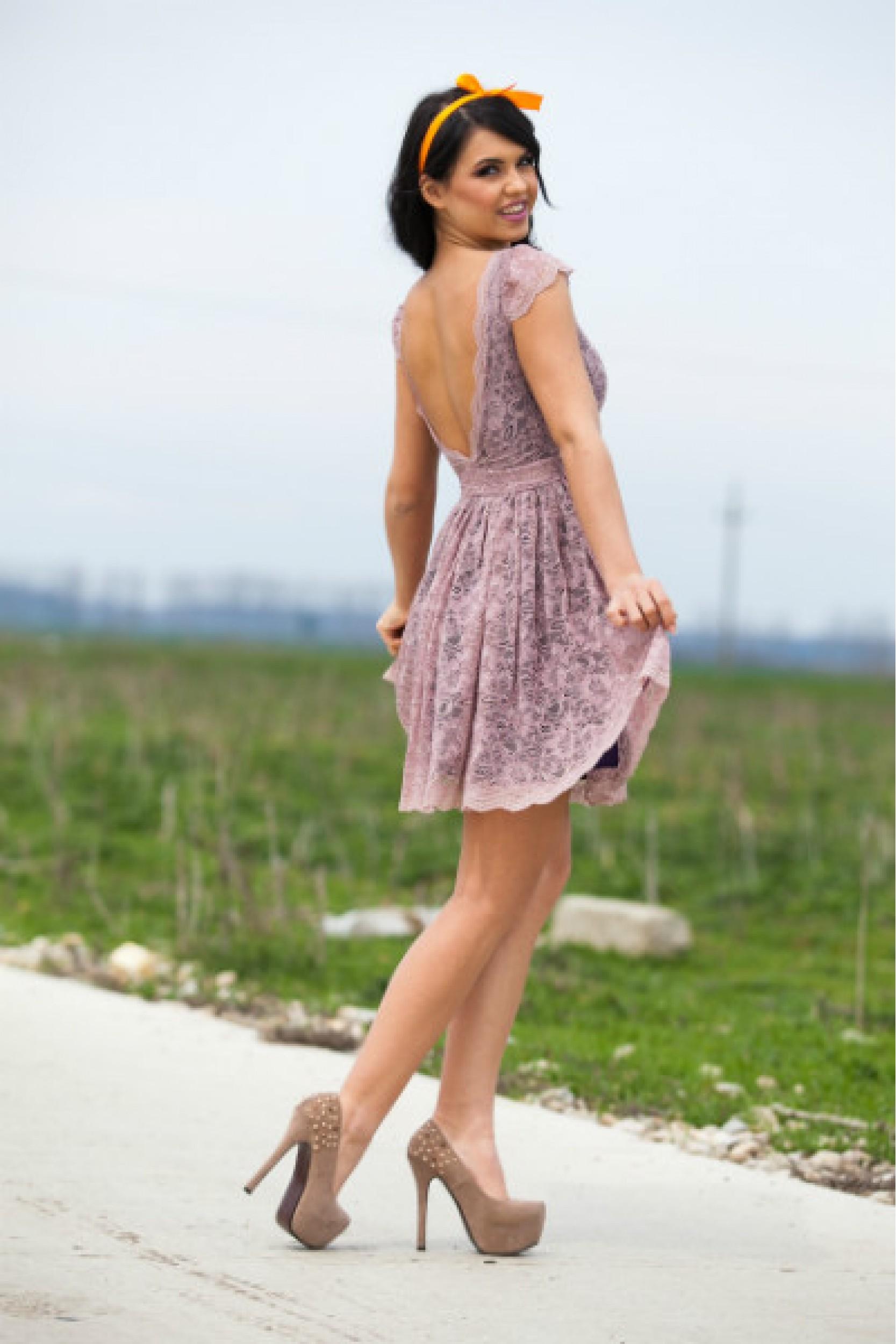 Rochie Rose cu spatele gol