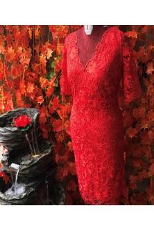 Rochie cambrata realizata din broderie rosie