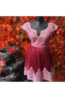 Rochie din tulle fin marsala si broderie roz prafuit