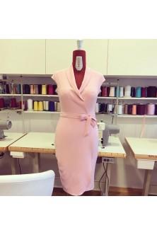 Rochie cu decolteu petrecut din stofa rose quartz