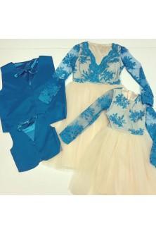 Set realizat din rochii pentru mamica si fetita si veste si papioane pentru tatic si baietel