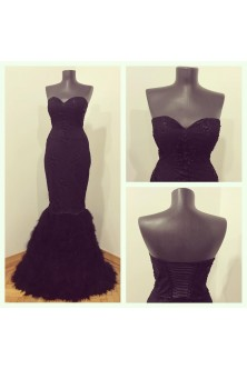 Rochie cu corset inimioara din broderie cu pietre si perle si pene de lebada negre
