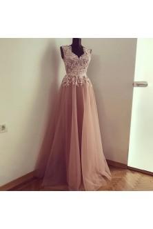 Rochie din broderie cu pietre rose quartz si tulle roz pudrat